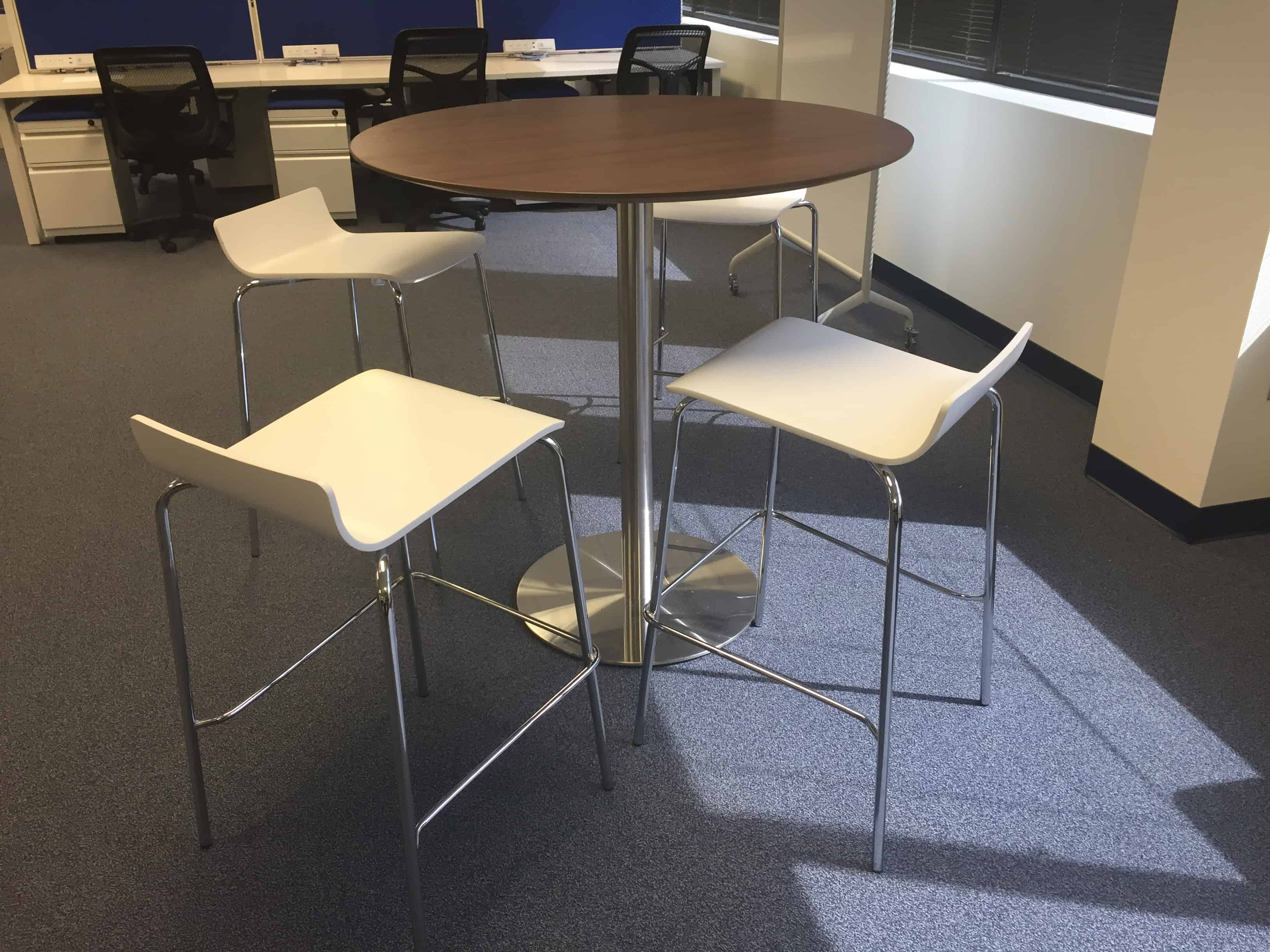 Bleeker Street High Top Cafe Breakroom Table With 4 Bar